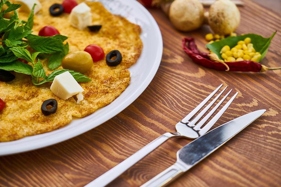 Przepis – Omlet owsiany z sosem a la tzatziki
